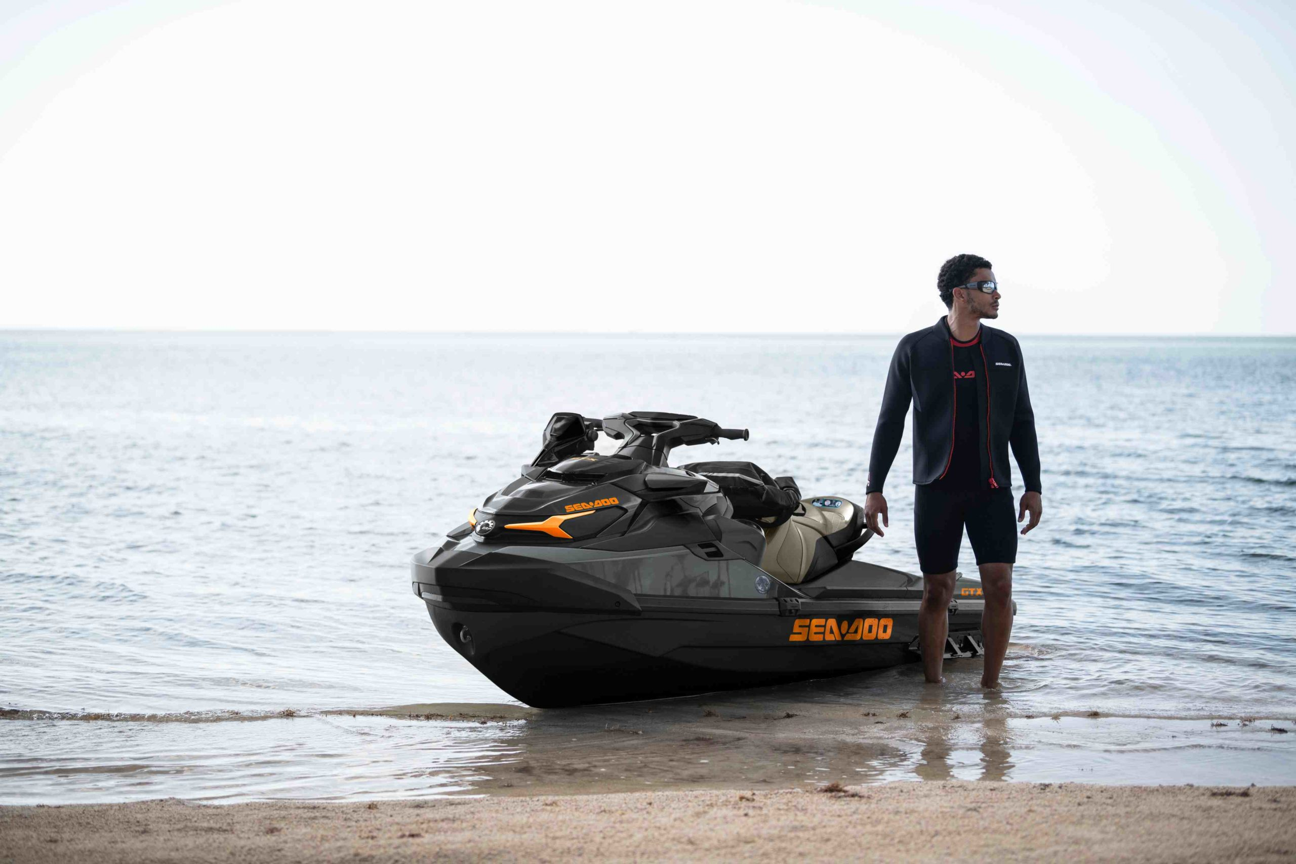 SEA-MY21-GTX-300-lifestyle-DB-1899-RGB